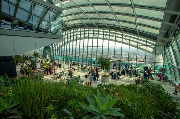 Ogród i restauracja w Sky Garden